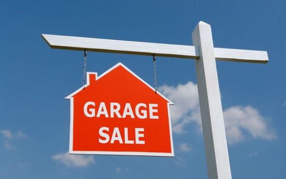 garage-sale-sign-web